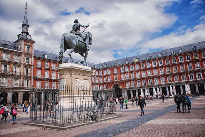 De Burgemeester van het plein in Madrid stock afbeeldingen