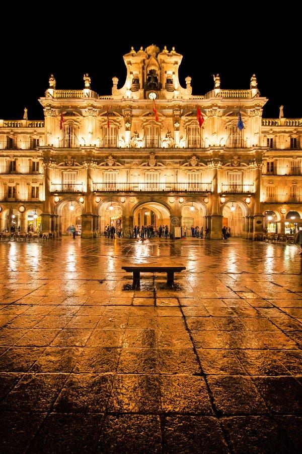 De Burgemeester van het plein in Salamanca bij nacht royalty-vrije stock fotografie