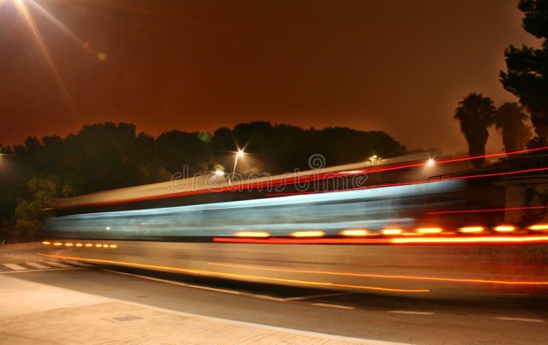 De bus van de nacht stock foto