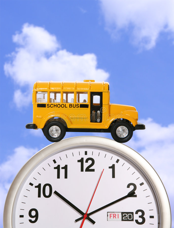 De Bus van de school op Klok stock fotografie