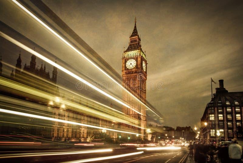 De bus van Londen voor Big Ben stock foto