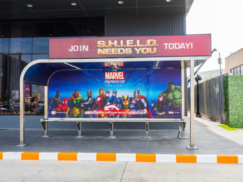 De bushalte met beeld van Wonder Superhero bij de Wonderervaring stock foto's