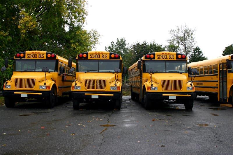 Download De Bussen van de school stock afbeelding. Afbeelding bestaande uit studenten - 287245