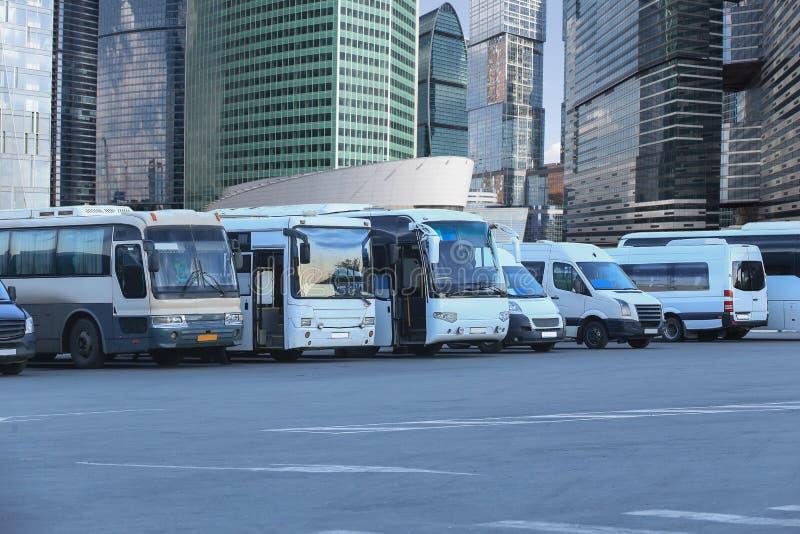 De bussen van de toerist op parkeren royalty-vrije stock foto