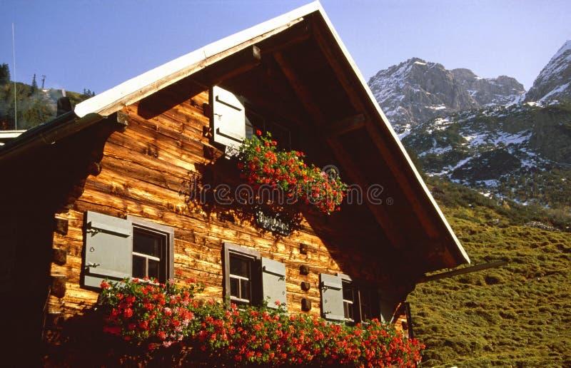 De cabine van alpen stock afbeelding