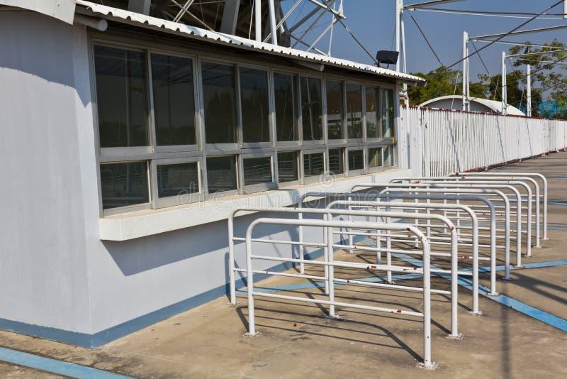 De cabine van het kaartje die vooraan stadion wordt gevestigd royalty-vrije stock fotografie