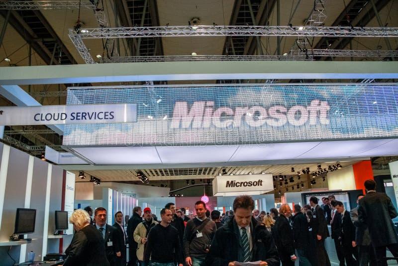 De cabine van Microsoft-bedrijf bij CeBIT-informatietechnologie handel toont stock afbeeldingen