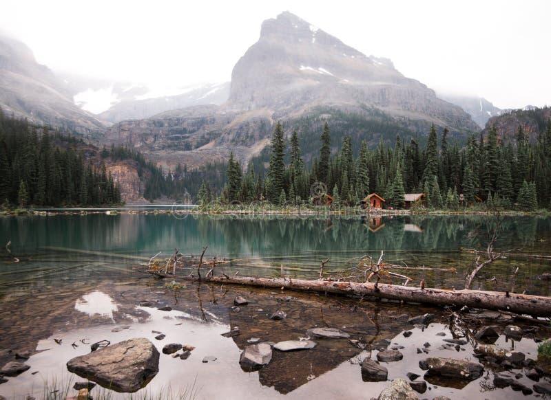 De cabines op Meer O ` Hara in Yoho NP van Canada stock foto