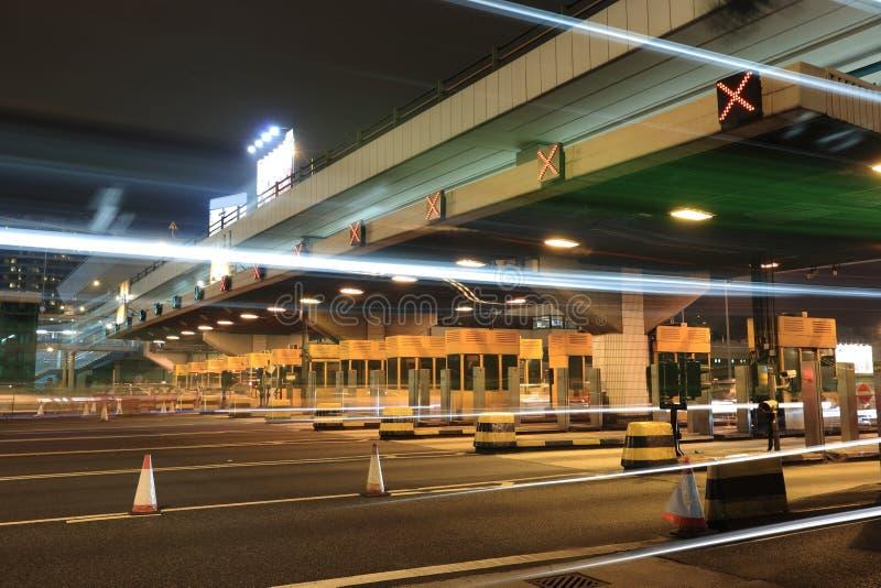 De cabines van de tol met autolicht stock fotografie