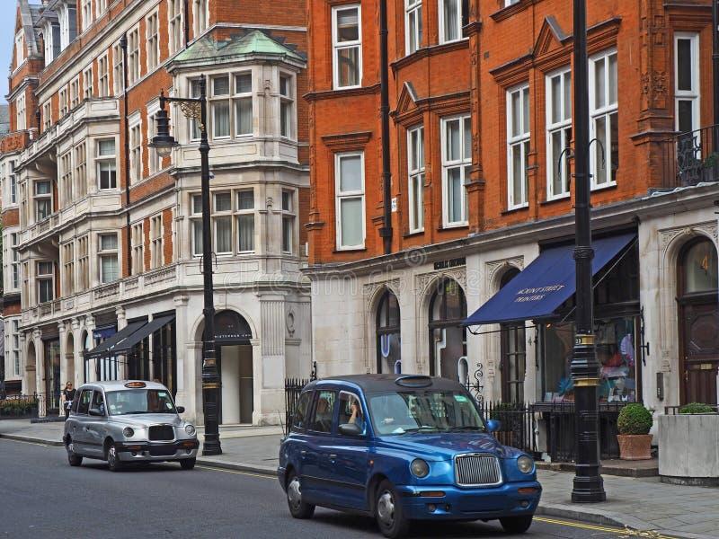 De cabines van Londen in Mayfair stock afbeeldingen