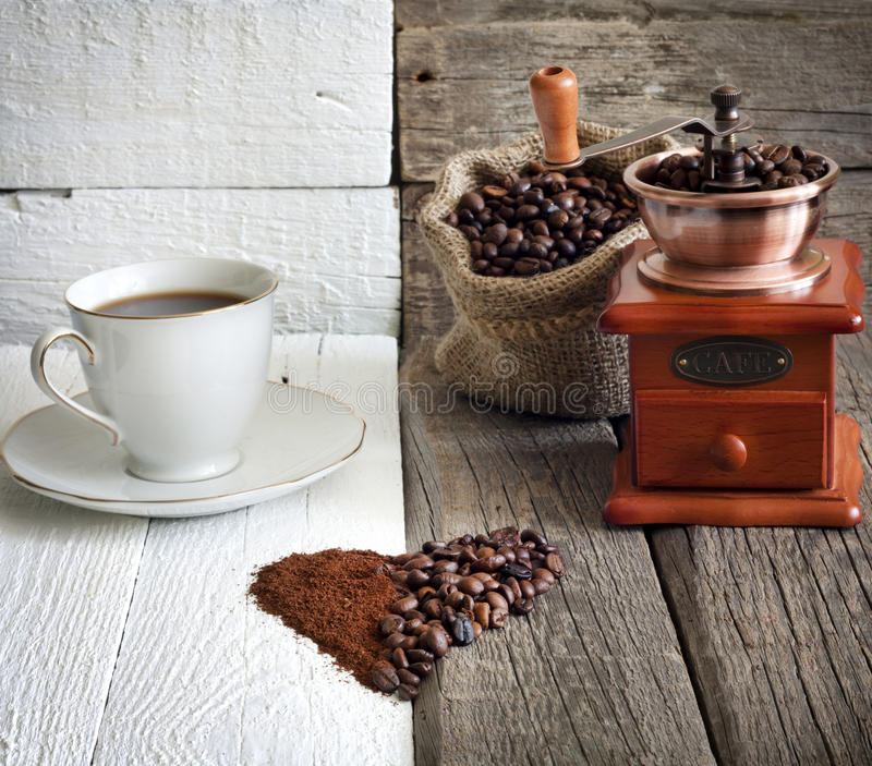 Download Feijões e moedor de café imagem de stock. Imagem de ainda - 29842643
