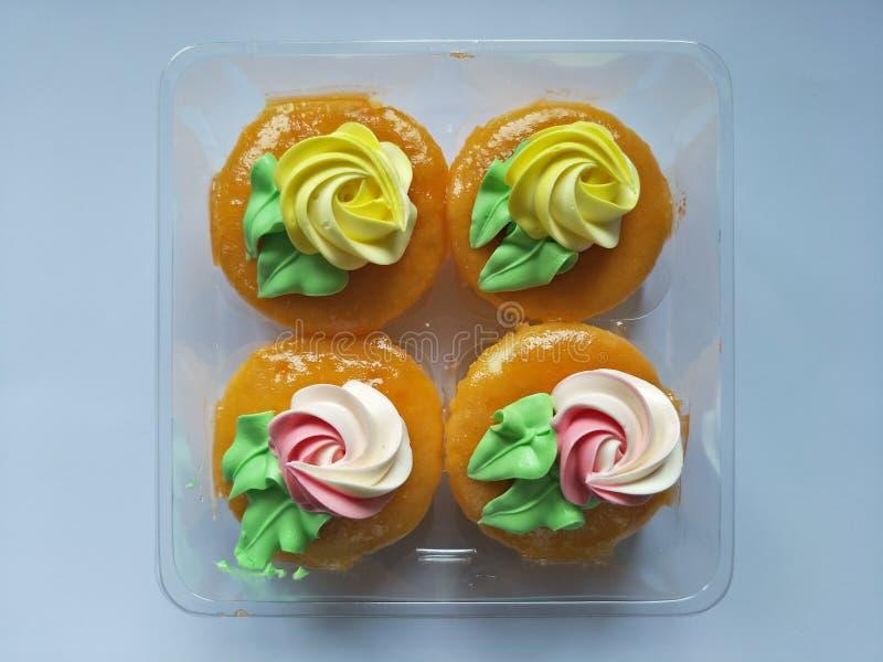 De cake is een soort voedsel dat Snoepje heeft en het bakproces overgegaan dat van tarwemeel wordt gemaakt stock fotografie
