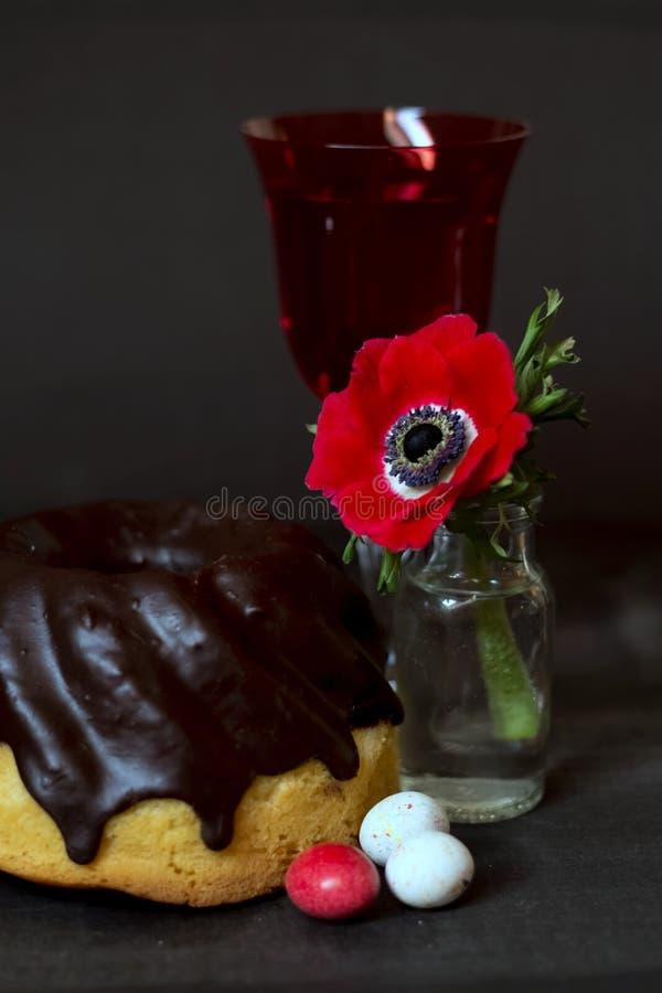 De cake en de anemoon van Pasen royalty-vrije stock foto's