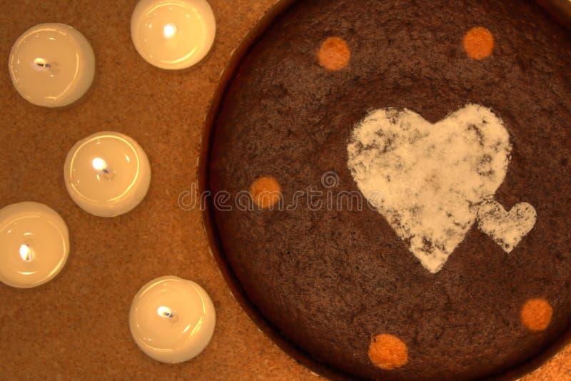 De cake en de kaarsen van de chocolade royalty-vrije stock foto's
