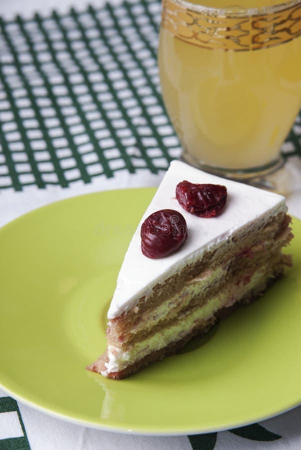 De cake en de limonade van het fruit royalty-vrije stock afbeelding
