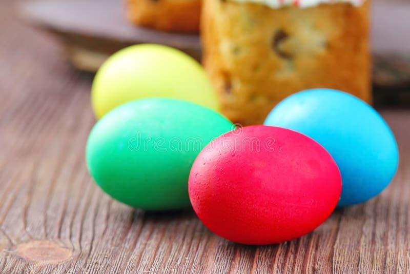 De cake en de eieren van Pasen stock foto