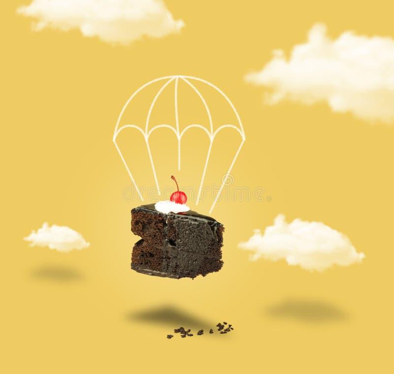 De cake van de chocoladekers met valscherm op gele hemel zonder tekst royalty-vrije stock fotografie