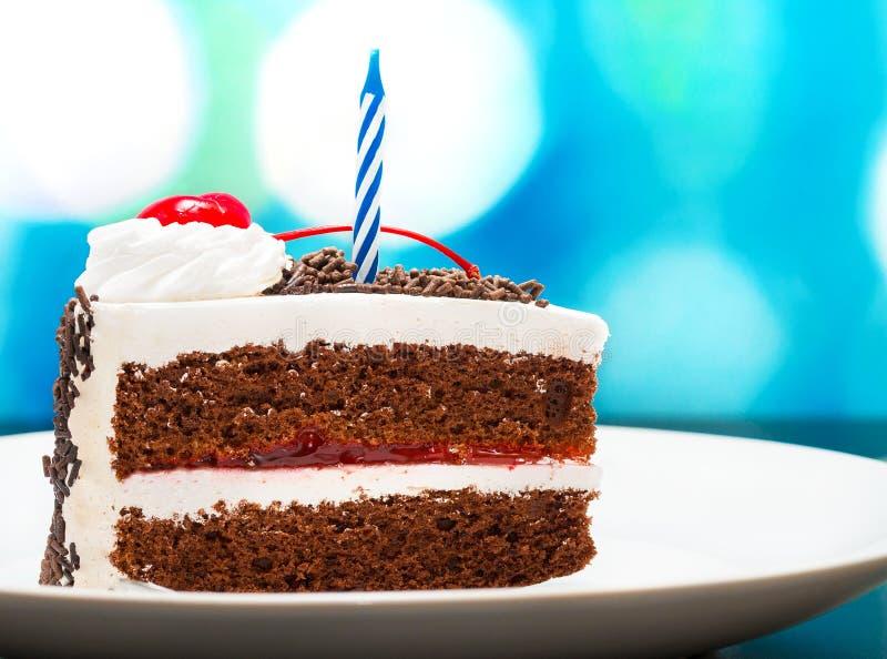 De Cake van de chocoladeverjaardag vertegenwoordigt Zwart Forest And Appetizing royalty-vrije stock afbeelding