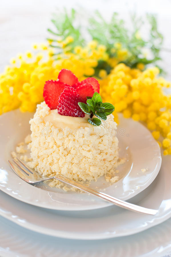 Download De cake van de aardbei stock afbeelding. Afbeelding bestaande uit fruit - 29510317