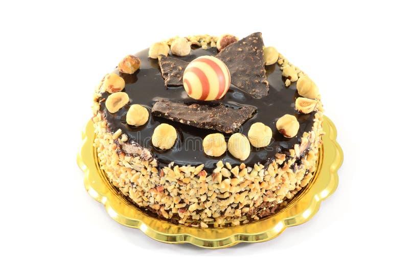 De cake van de chocolade met hazelnoten stock afbeeldingen