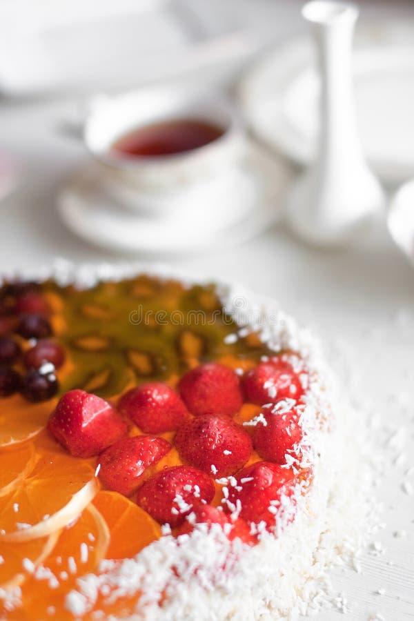 De cake van de gelei met thee royalty-vrije stock afbeeldingen