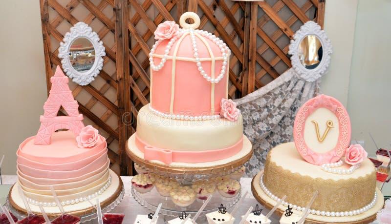 De cake van de het meisjesverjaardag van de luxebaby royalty-vrije stock foto's