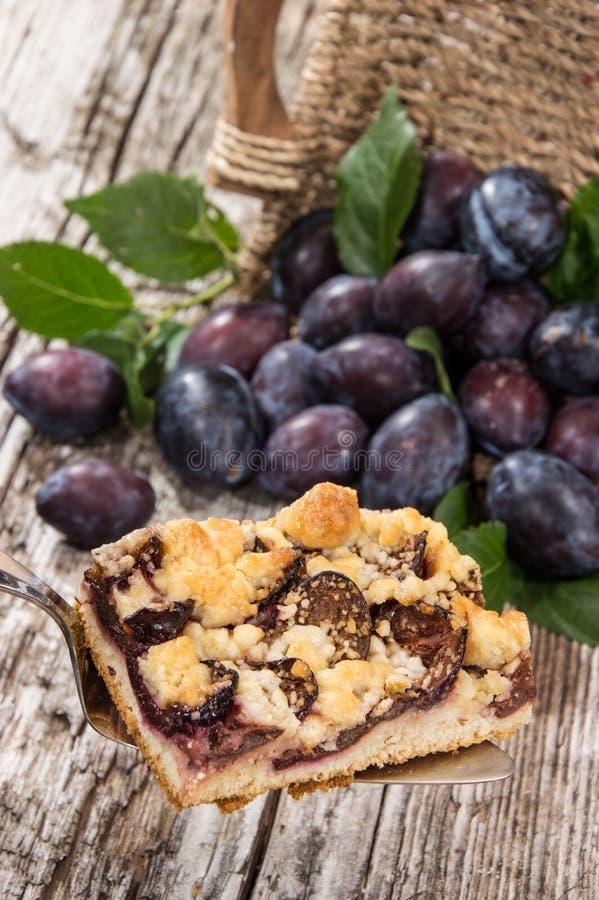 De Cake van de pruim met vruchten op de achtergrond royalty-vrije stock afbeelding