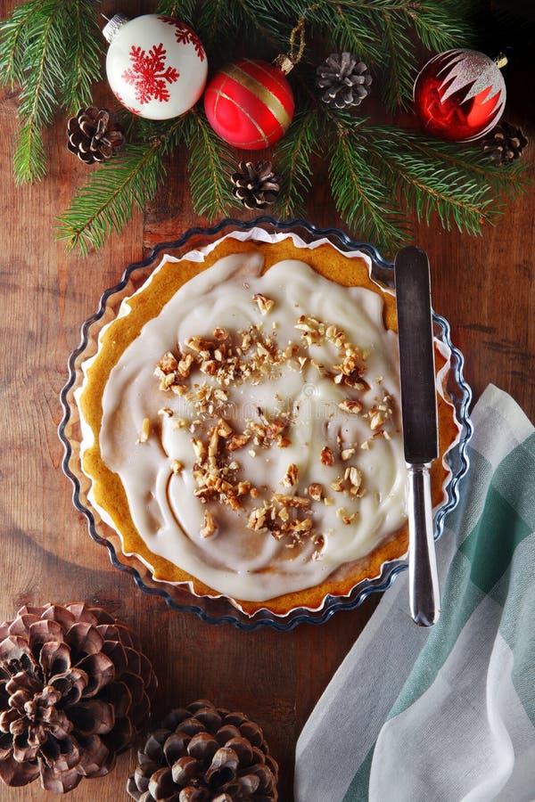 De cake van de winterkerstmis voor ontbijt met slagroom stock foto
