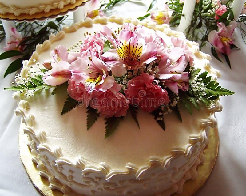 Download De cake van het huwelijk stock afbeelding. Afbeelding bestaande uit verplichting - 41015