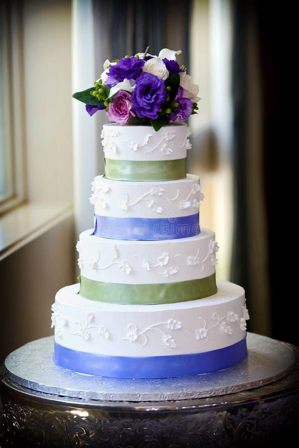 De cake van het huwelijk stock afbeelding