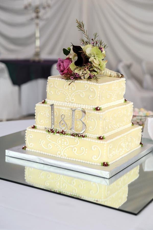 De Cake van het huwelijk met Details stock foto's