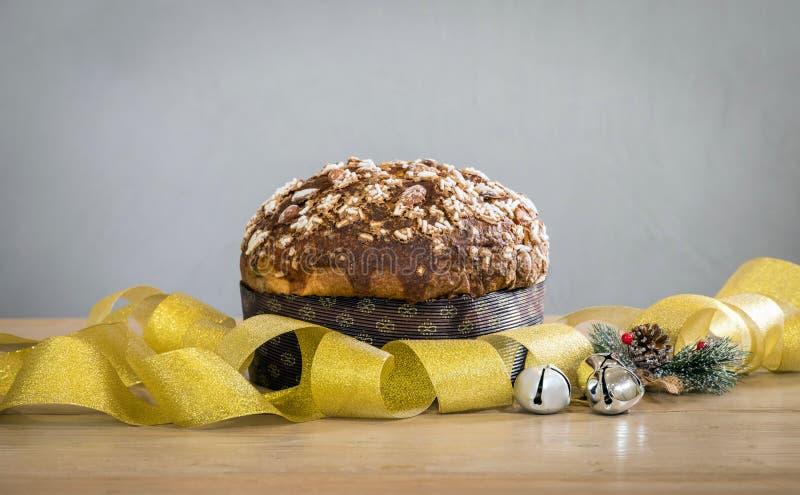 De Cake van Panettonekerstmis - Italië royalty-vrije stock afbeeldingen