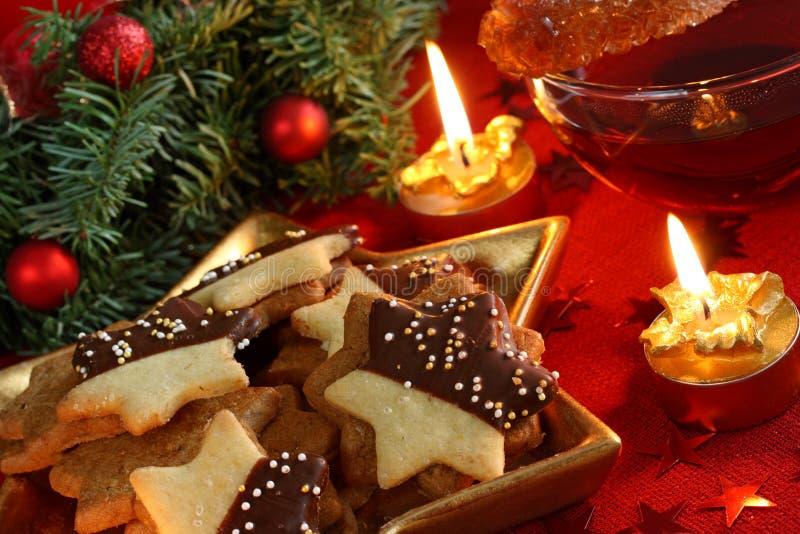 De cakes en de thee van Kerstmis stock foto