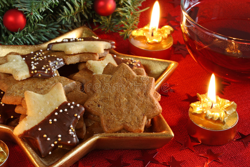 De cakes en de thee van Kerstmis stock foto's