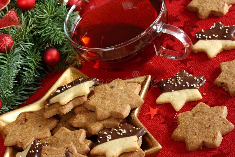 De cakes en de thee van Kerstmis royalty-vrije stock afbeelding
