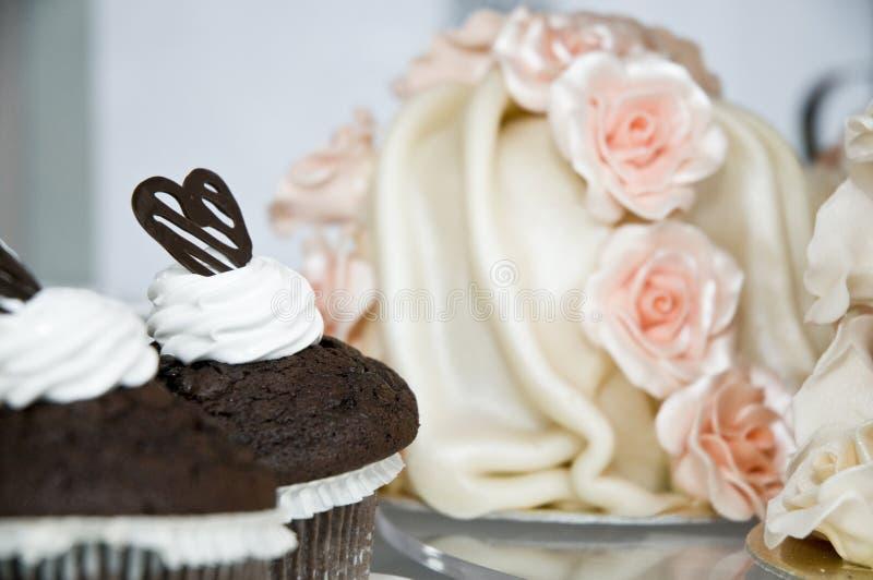 De cakes van het huwelijk royalty-vrije stock afbeeldingen