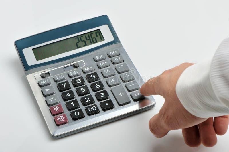 De calculator en een hand van de man stock fotografie