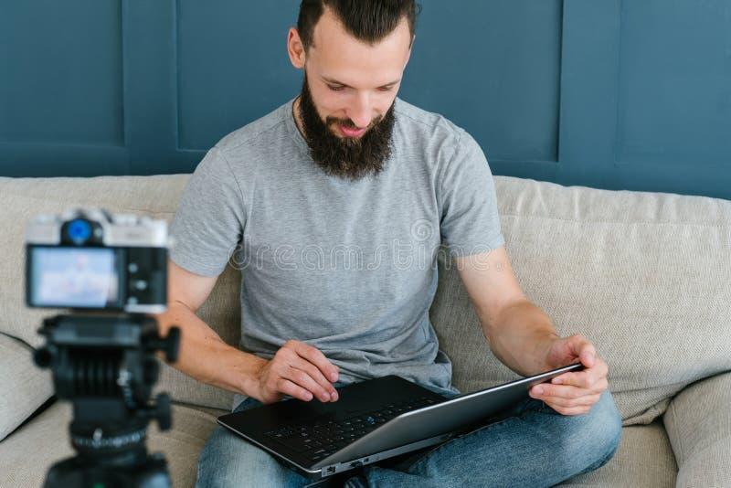 De camera van de het werkmens van de Bloggerlevensstijl het video stromen royalty-vrije stock afbeeldingen
