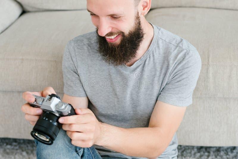 De camera van de de inspiratiemens van de fotografiehobby ziet eruit royalty-vrije stock foto