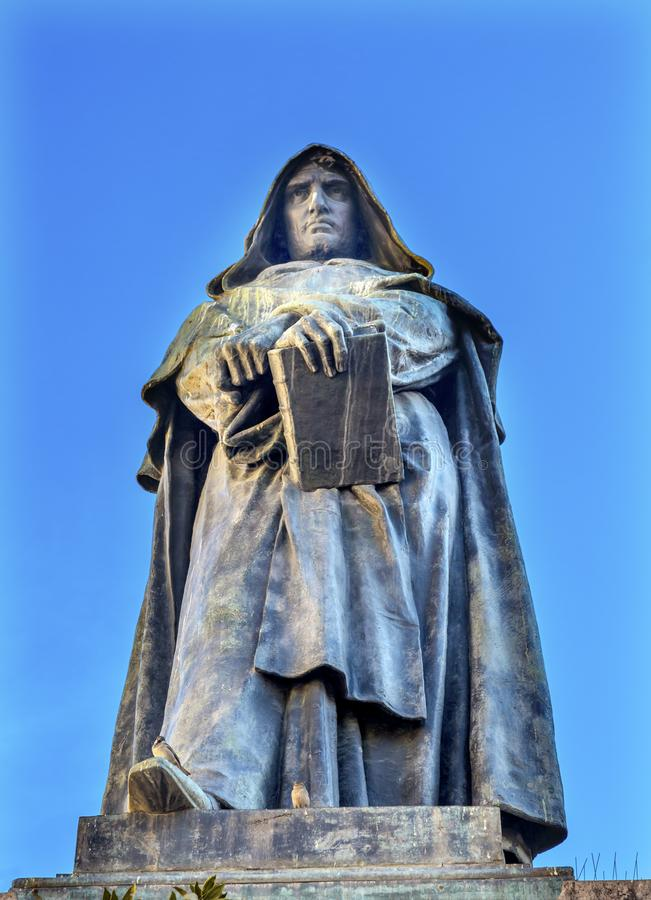 De& x27 Campo статуи Giiordano Bruno; Fiori Рим Италия стоковые изображения rf