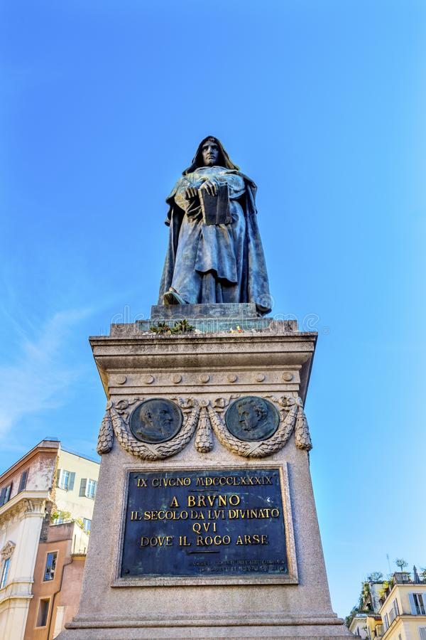 De& x27 Campo статуи Giiordano Bruno; Fiori Рим Италия стоковое изображение rf