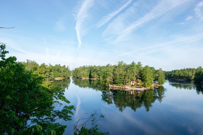 De Canadees versmalt op St Lawrence River stock fotografie