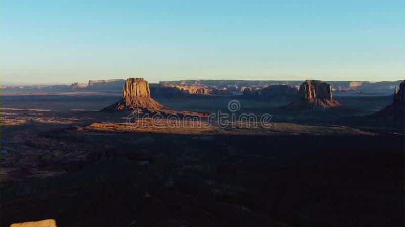 De canion heeft verwijd tot het land in plateau en geïsoleerde toppen, Utah, de V.S. wordt gebeeldhouwd royalty-vrije stock foto's