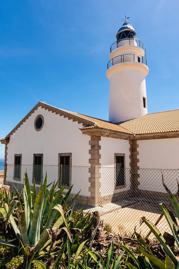 De Capdepera vuurtoren die op het meest oostelijke punt van Mallorca, één wordt gevestigd van de meest emblematische vuurtorens o royalty-vrije stock foto's