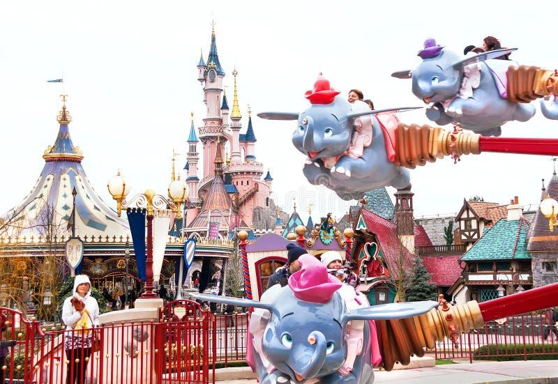 De carrousel is in Disneyland Parijs royalty-vrije stock foto