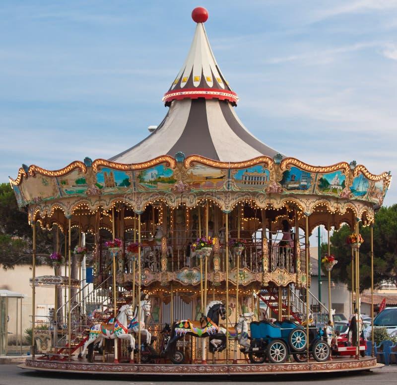 De carrousel van de kleur stock afbeeldingen