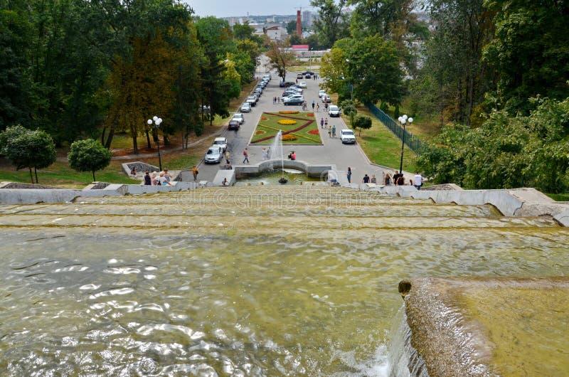De cascade van de stadsfontein, lokaal oriëntatiepunt, Kharkov, de Oekraïne stock foto