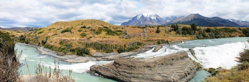 De Cascadepanorama van de Painerivier, Patagonië Chilena stock foto's