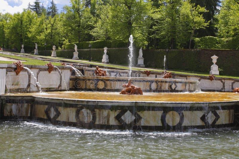 De cascades in oud park in Segovia royalty-vrije stock foto