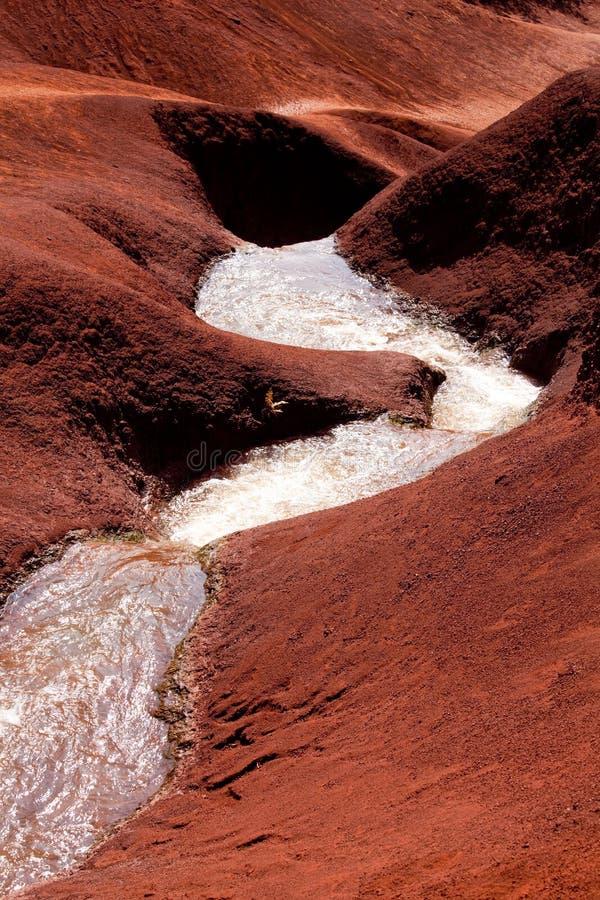 De cascades van het water in Canion Waimea stock afbeelding